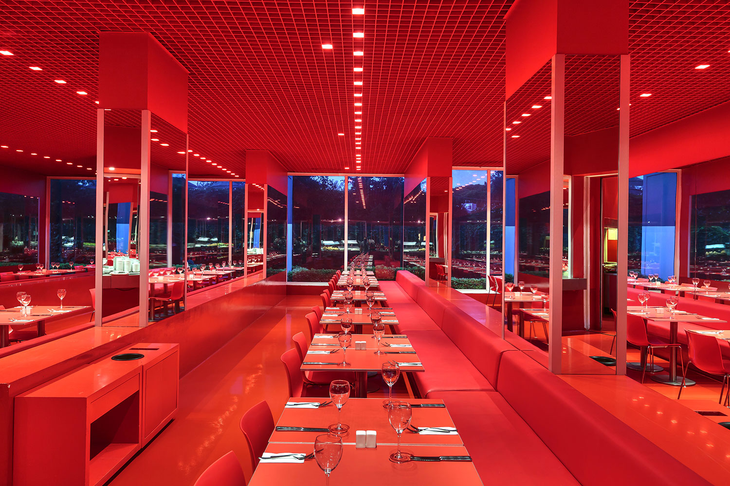 Image red_restaurant2.jpg