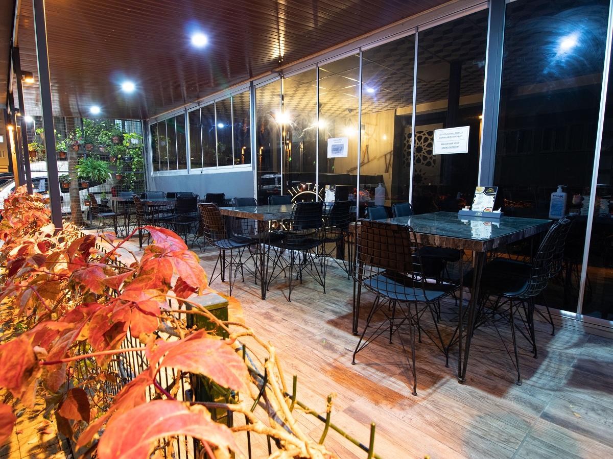 restaurantt.jpg