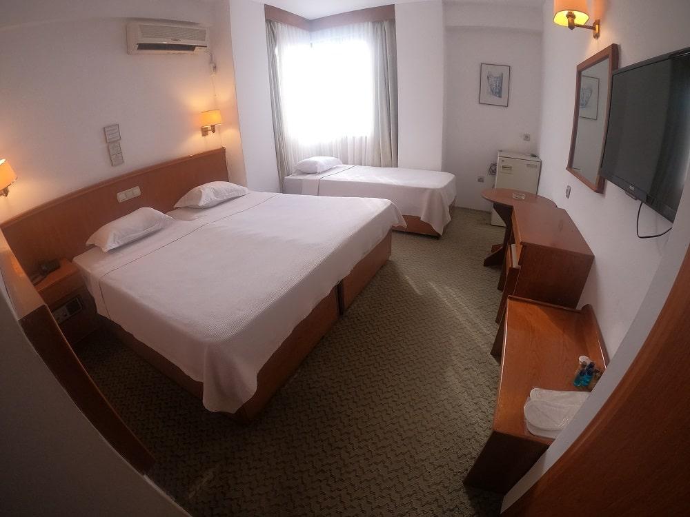 hotelguleryuzgallery_trplrm-min.jpg