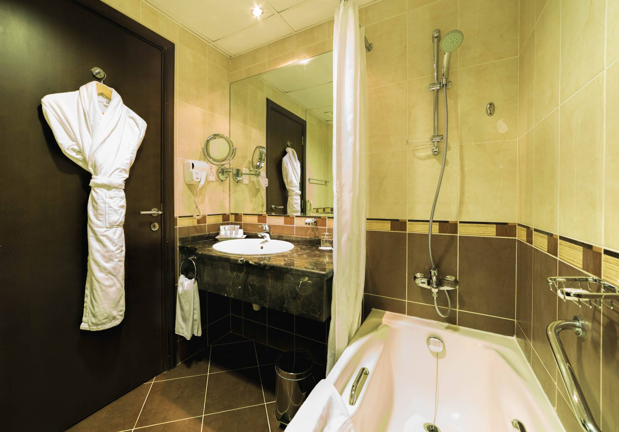 Image es-studio-bathroom.jpg