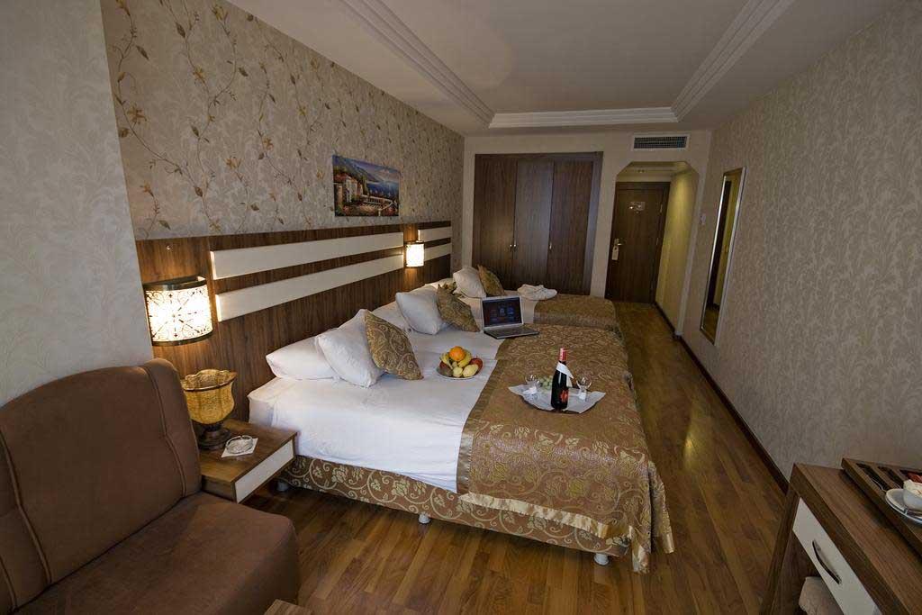 Triple-Room2.jpg