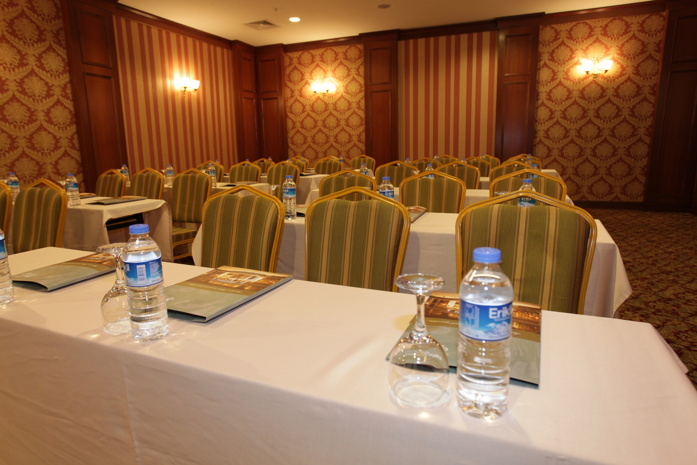 Image Golden_Park_Meeting_room1.JPG