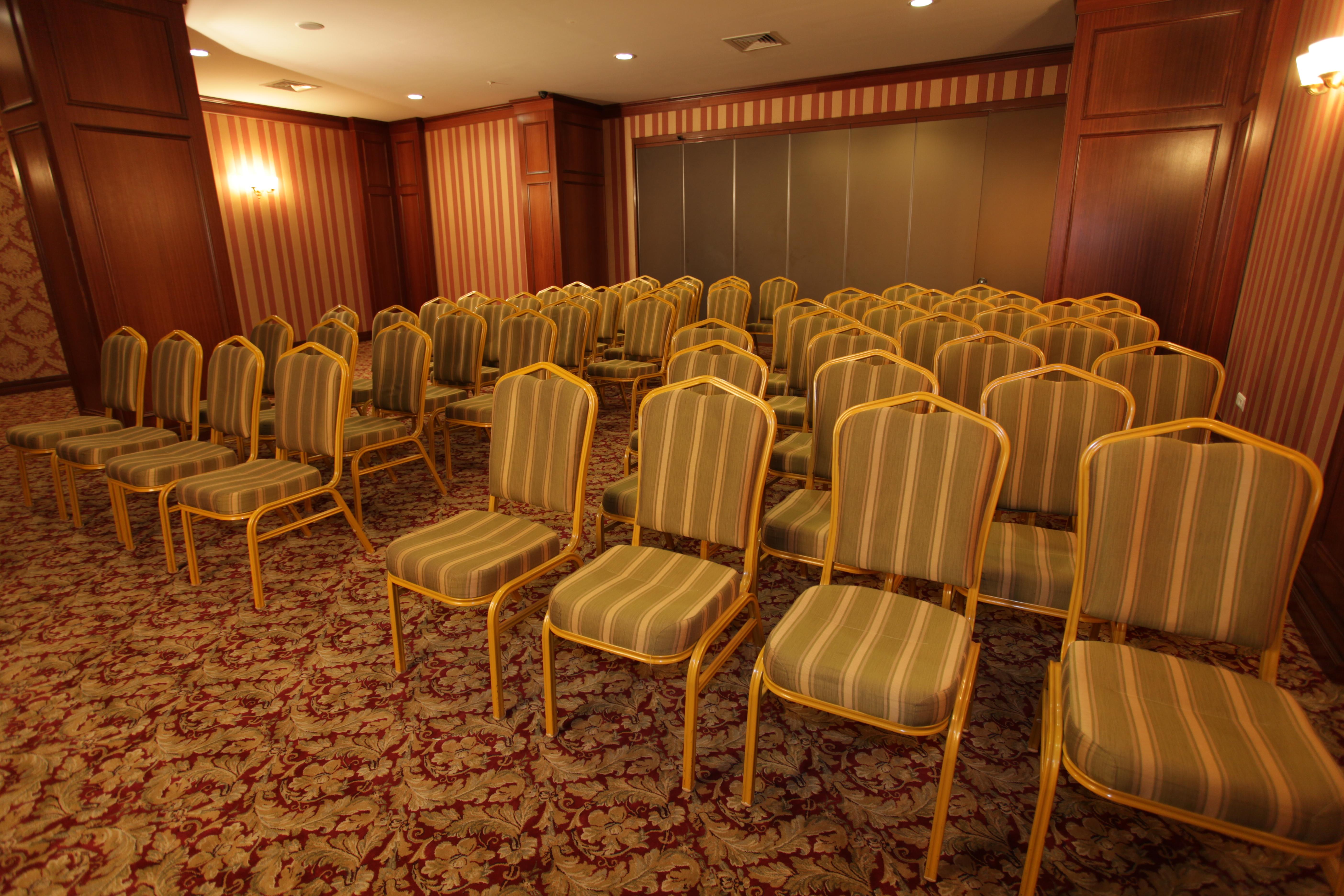 Image Golden_Park_Meeting_room2.JPG