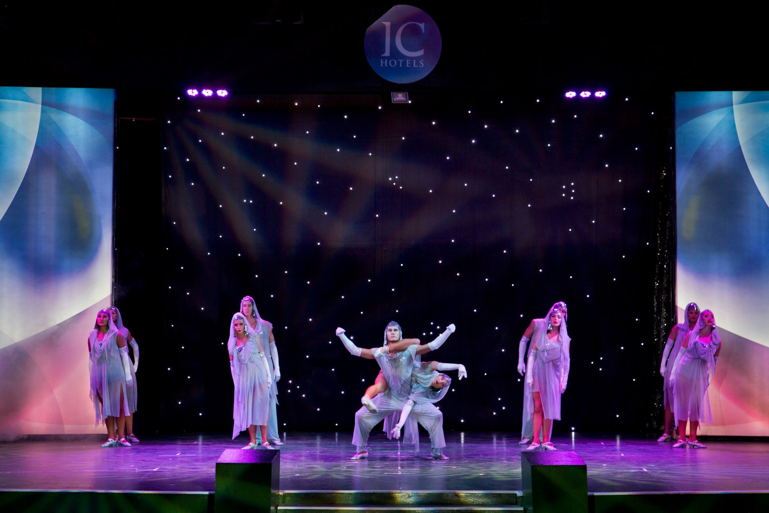 ic_hotels_green_palace_evening_show_12.jpg