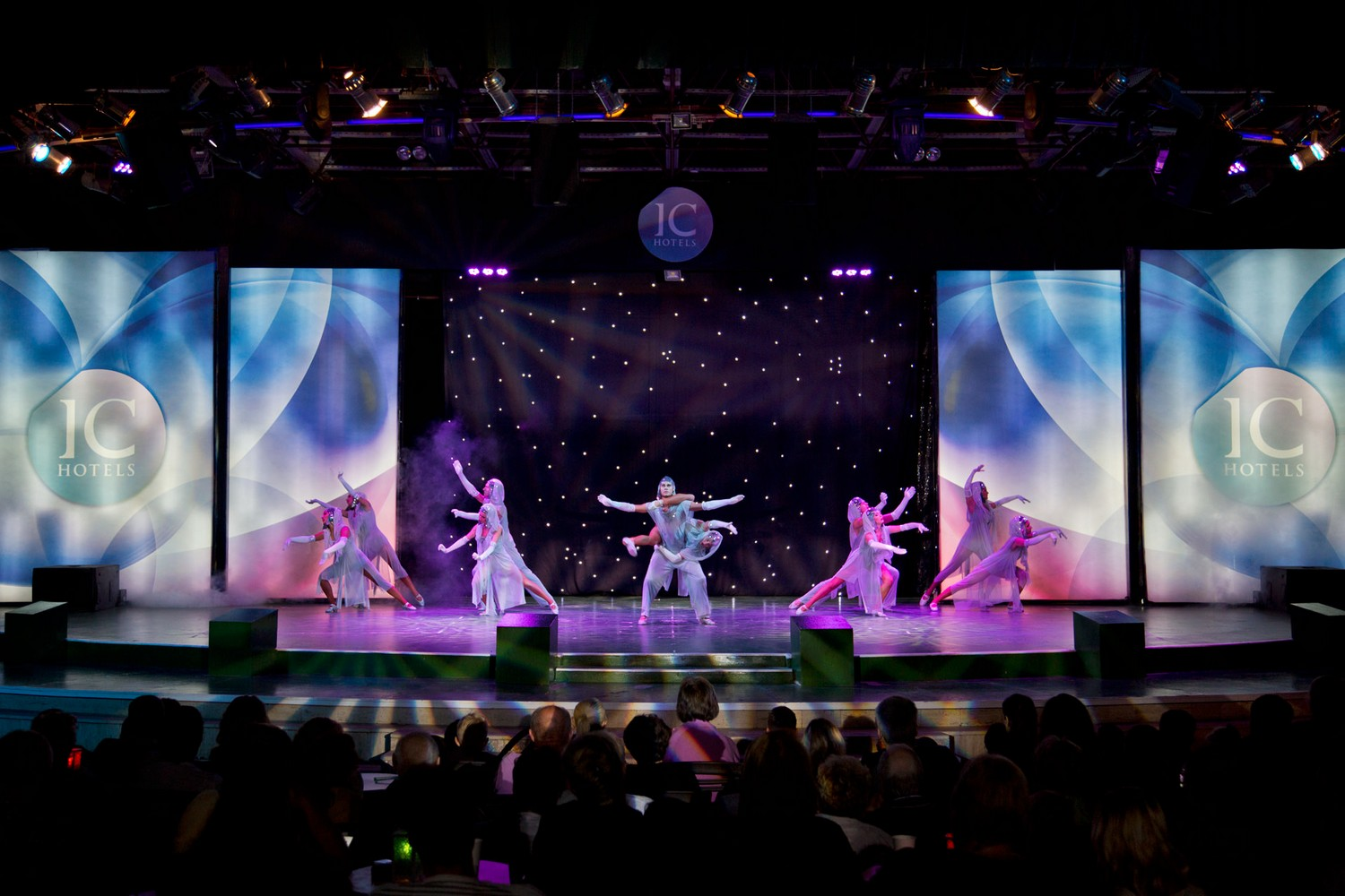 ic_hotels_green_palace_evening_show_13.jpg
