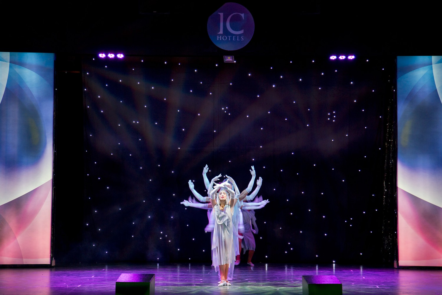 ic_hotels_green_palace_evening_show_14.jpg