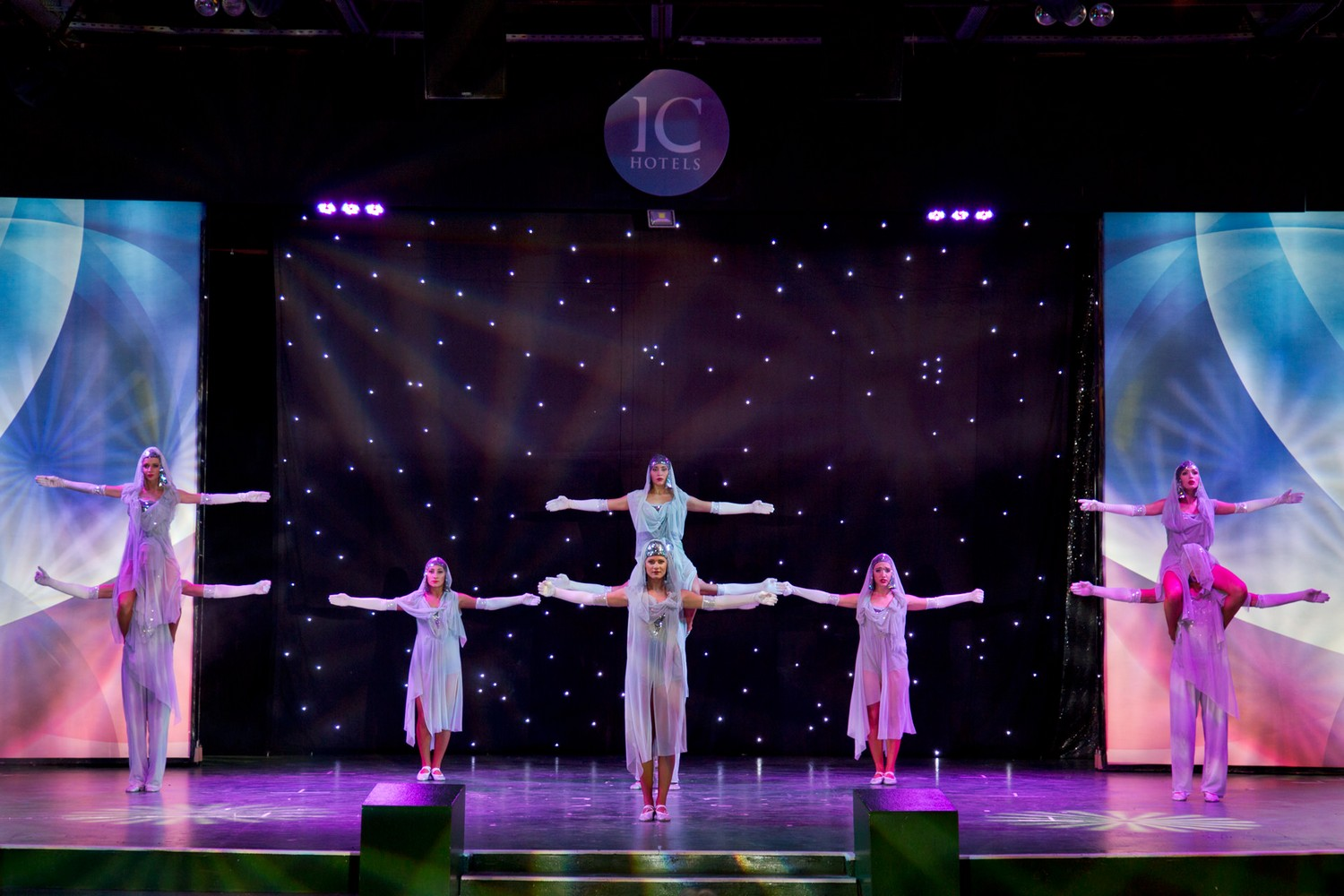 ic_hotels_green_palace_evening_show_15.jpg