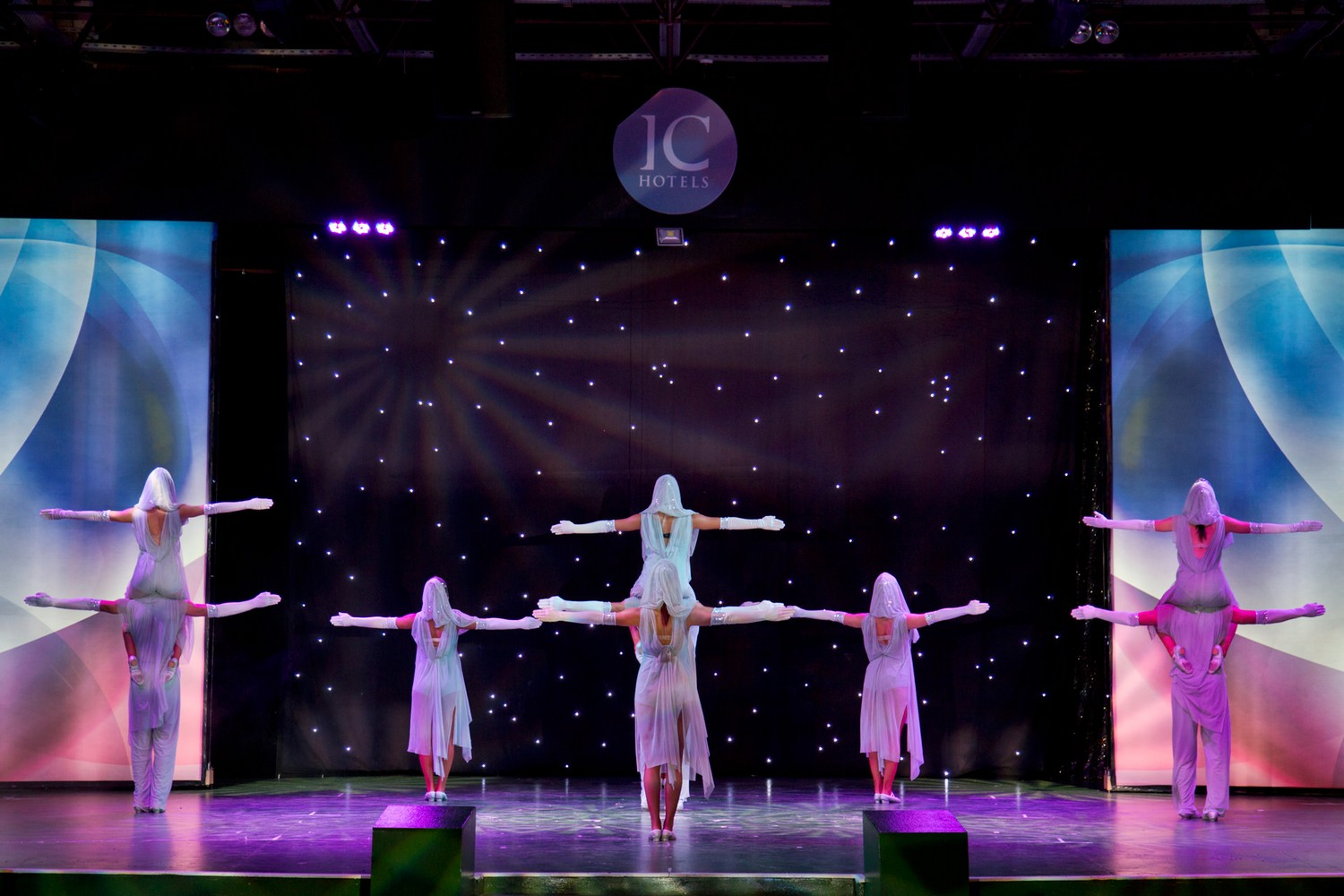 ic_hotels_green_palace_evening_show_16.jpg