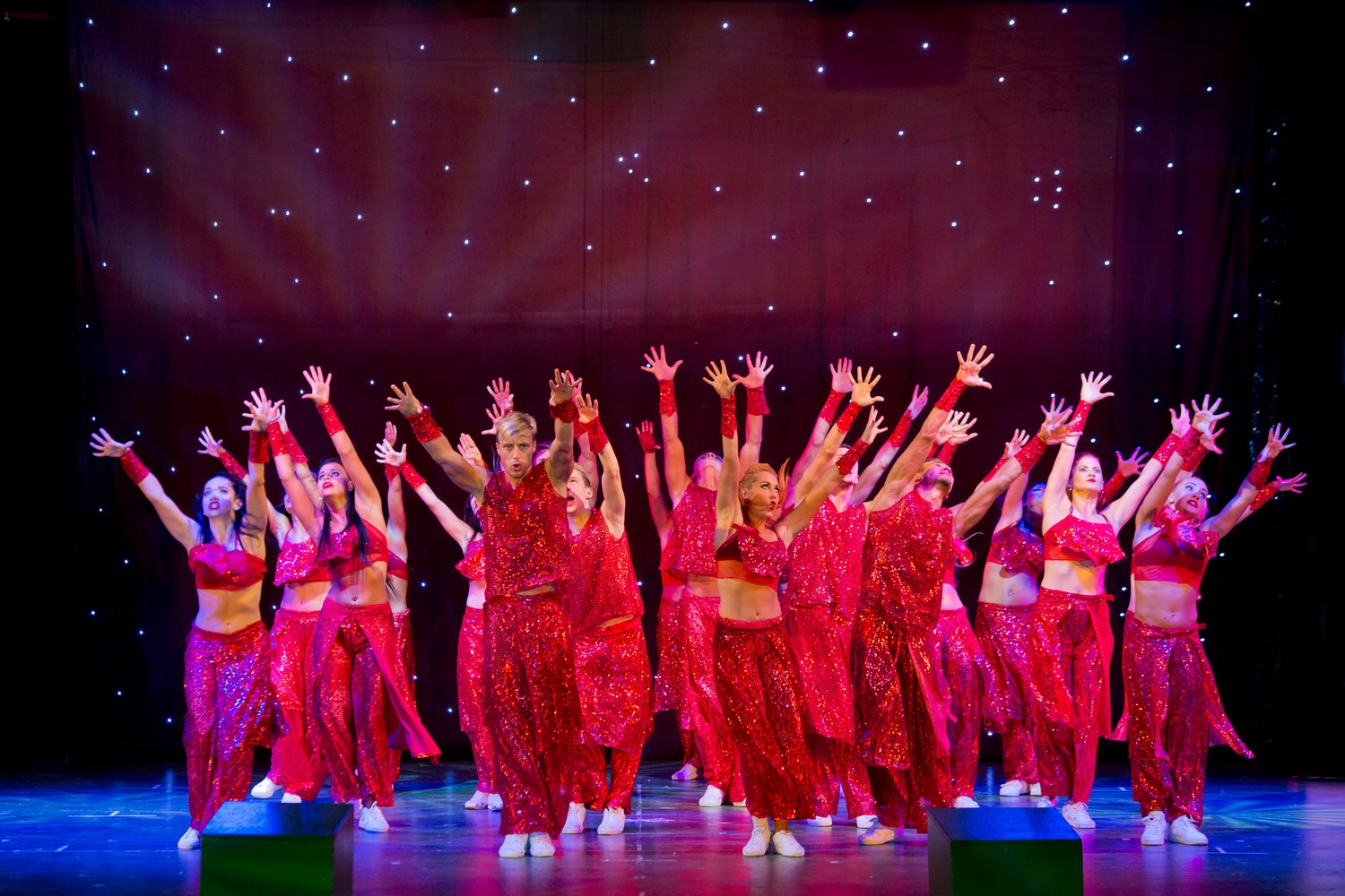ic_hotels_green_palace_evening_show_24.jpg
