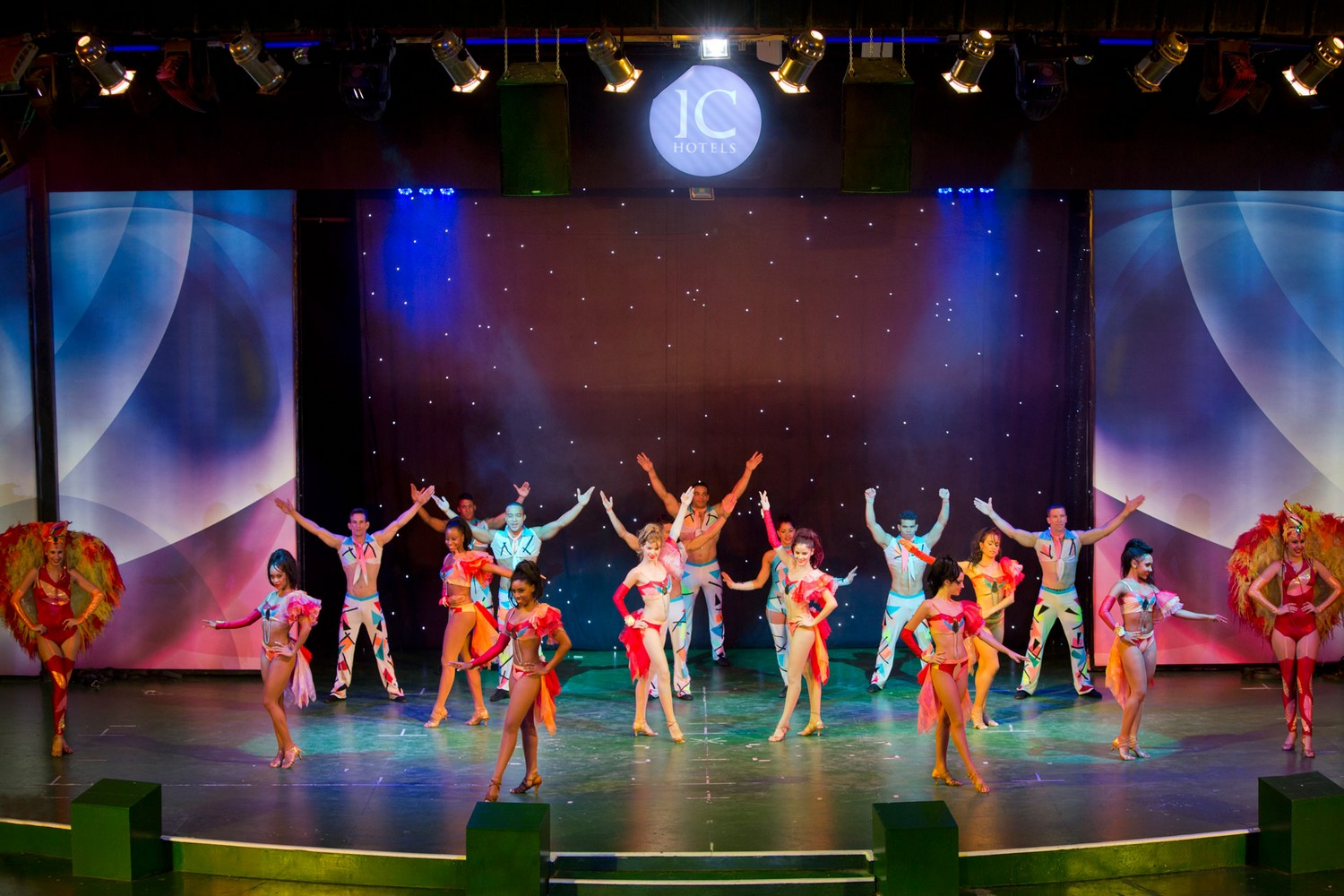 ic_hotels_green_palace_evening_show_26.jpg