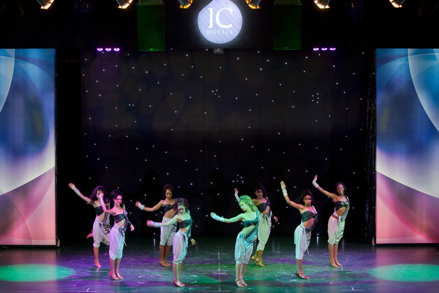 ic_hotels_green_palace_evening_show_34.jpg