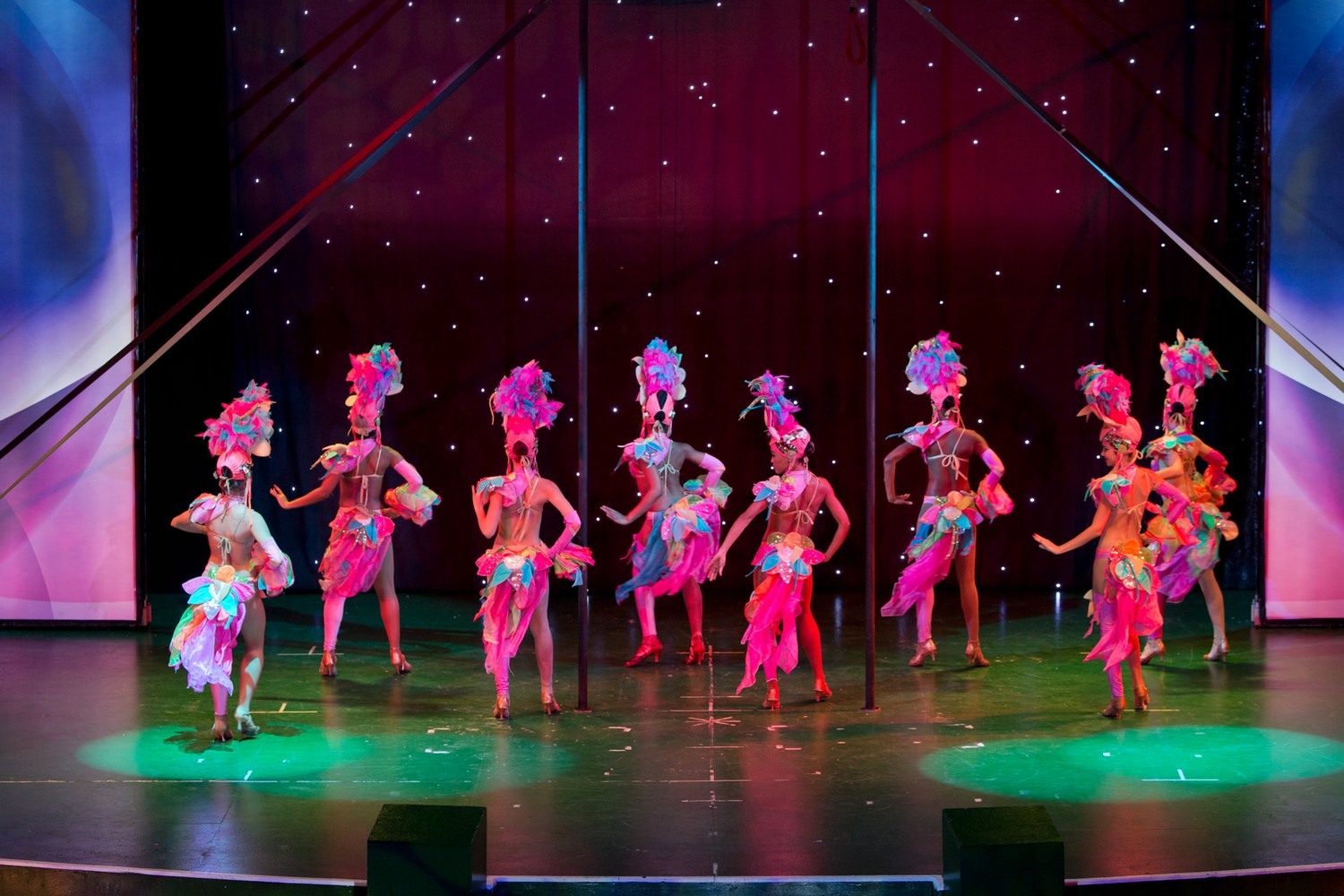ic_hotels_green_palace_evening_show_36.jpg
