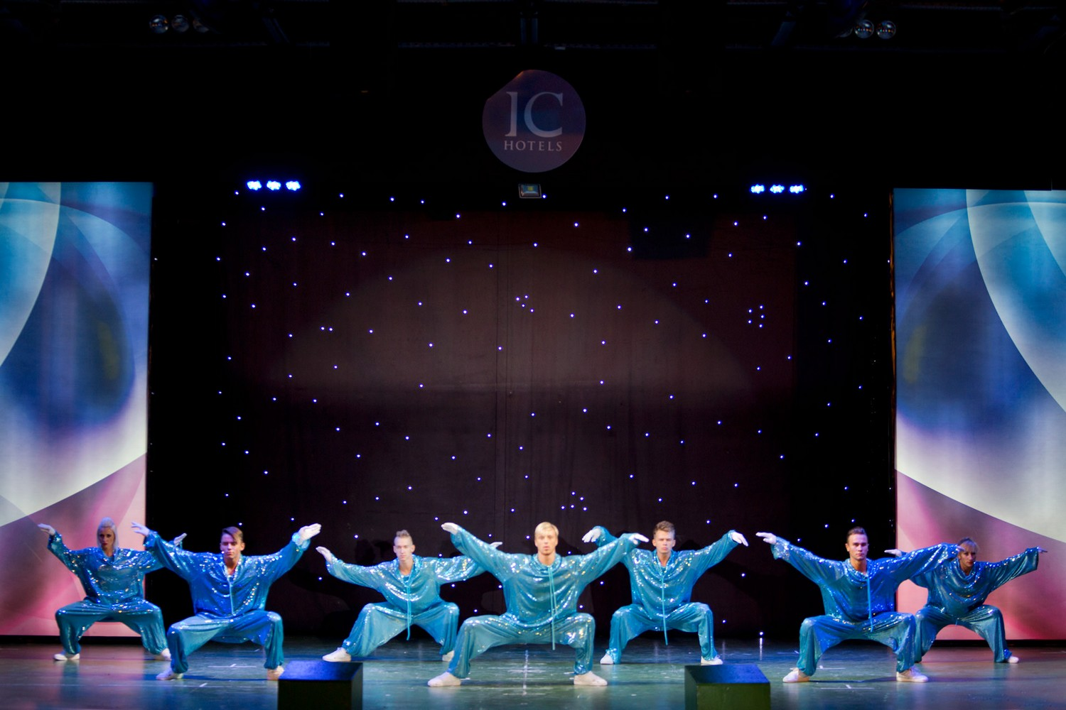ic_hotels_green_palace_evening_show_4.jpg
