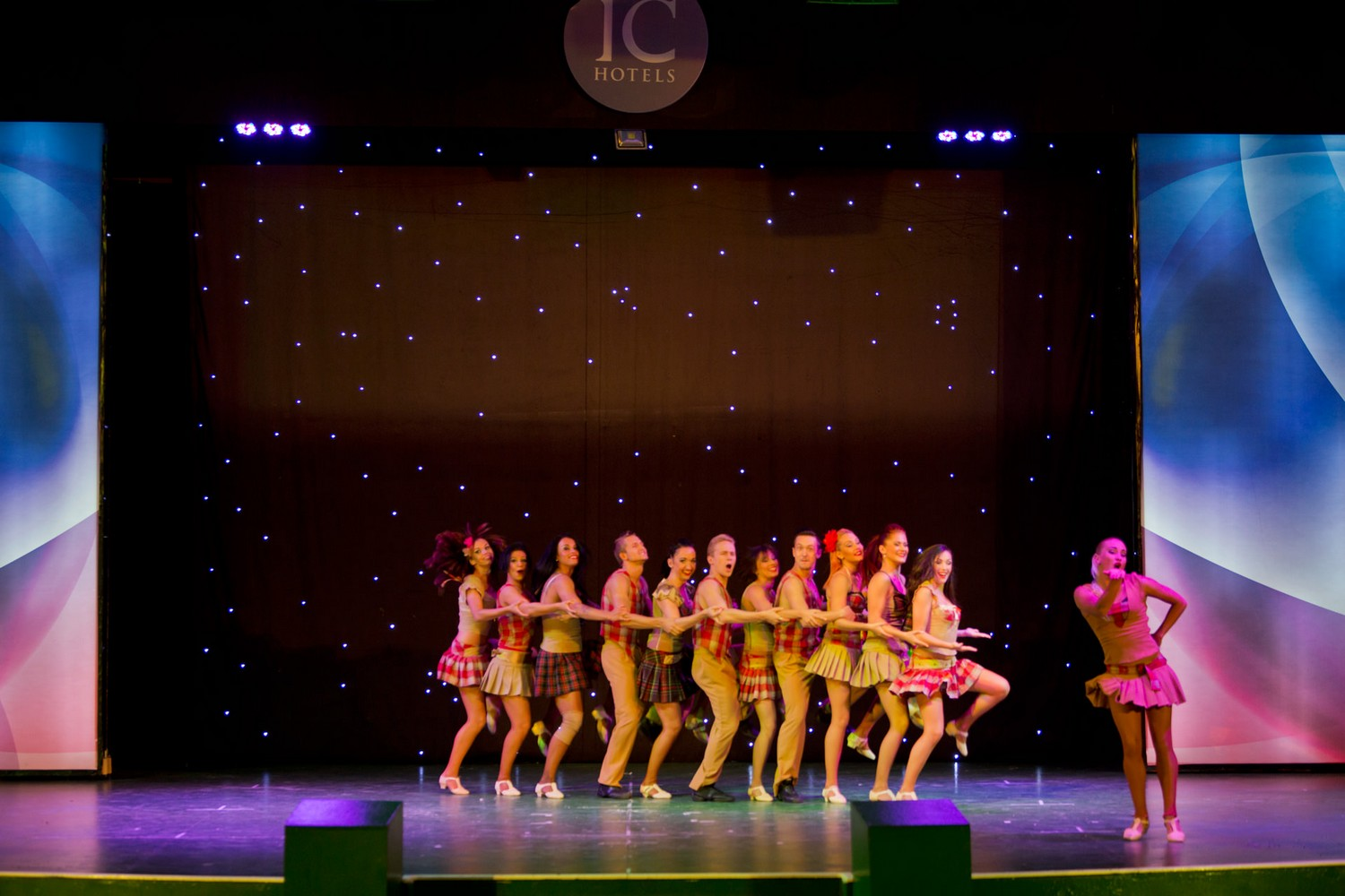 ic_hotels_green_palace_evening_show_7.jpg