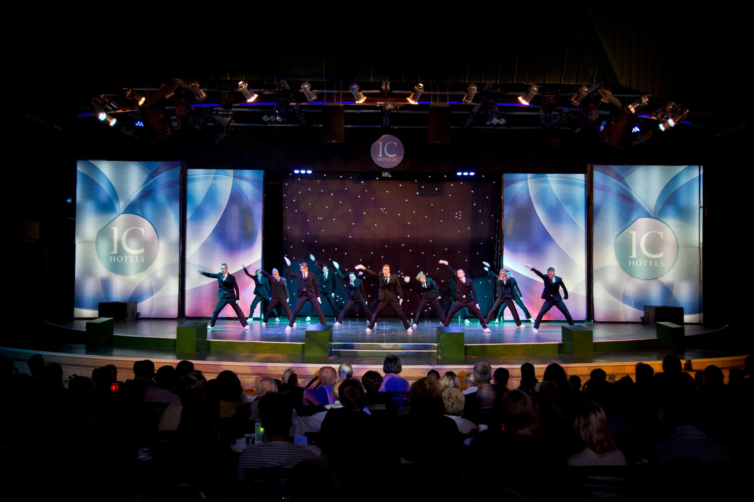 ic_hotels_green_palace_evening_show_9.jpg