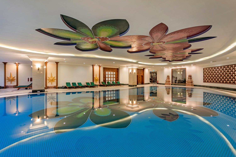 ic_hotels_green_palace_kapali_havuz_1.jpg
