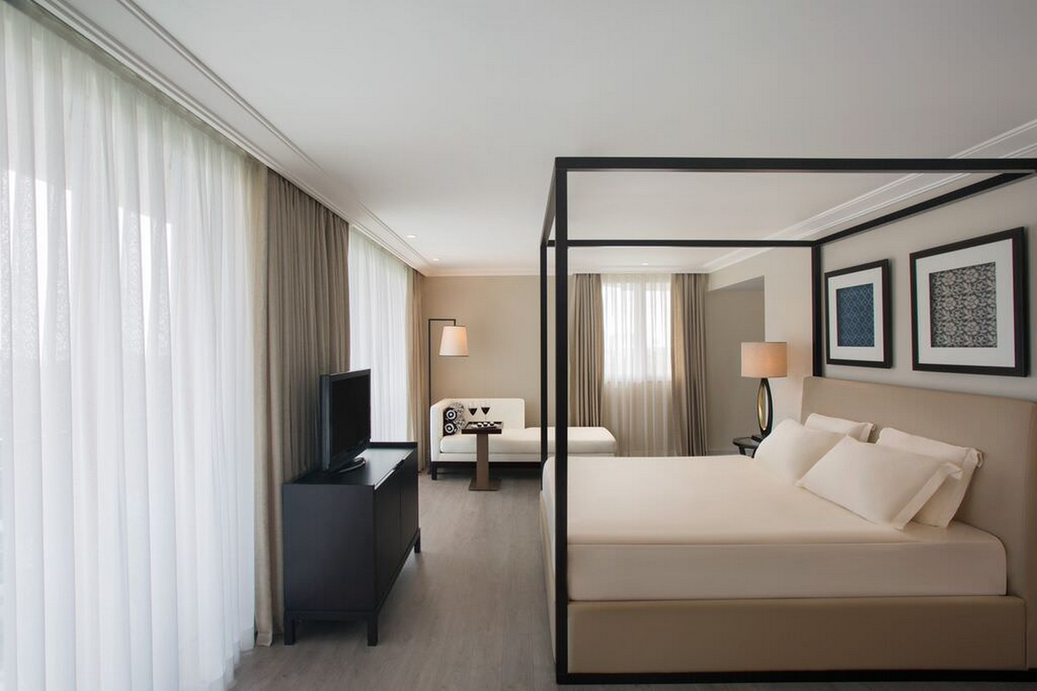 ic_hotels_green_palace_king_suite_3.jpg