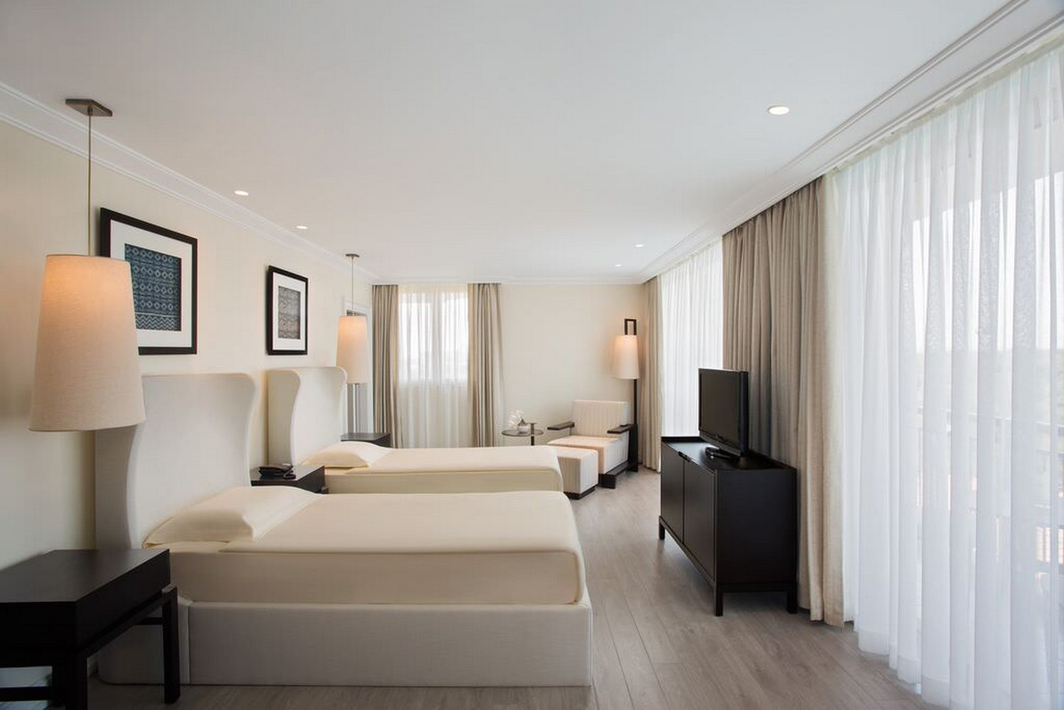 ic_hotels_green_palace_king_suite_4.jpg