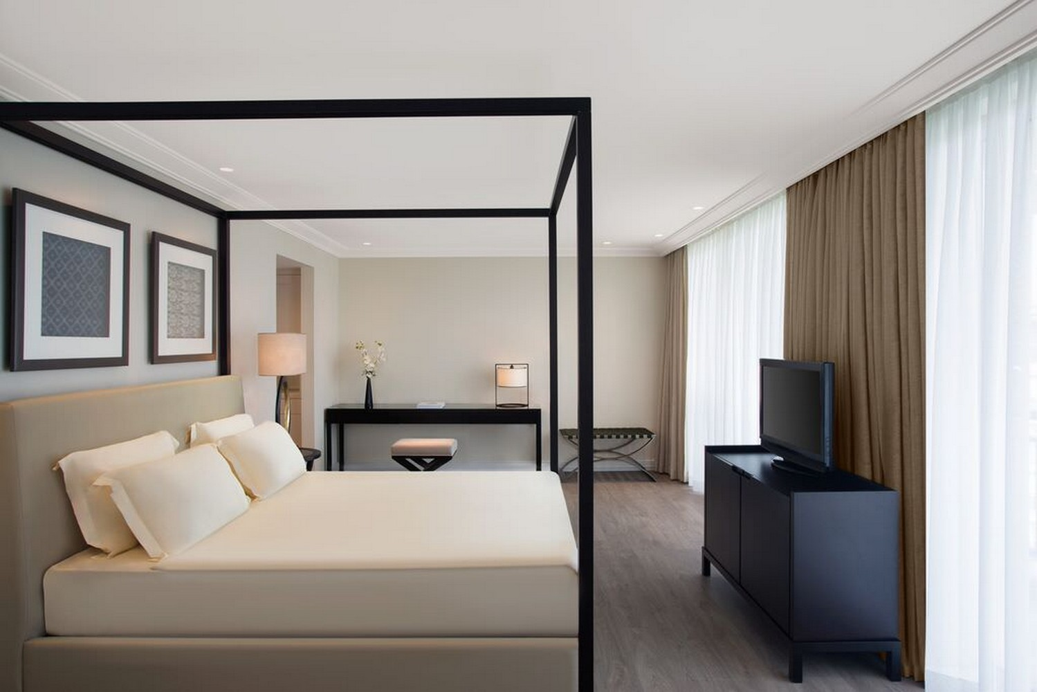 ic_hotels_green_palace_king_suite_5.jpg
