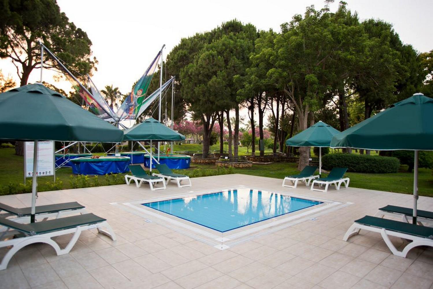 ic_hotels_green_palace_mini_pool.jpg