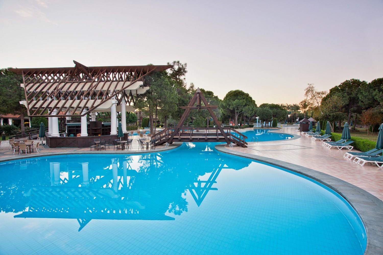 ic_hotels_green_palace_pool_5.jpg