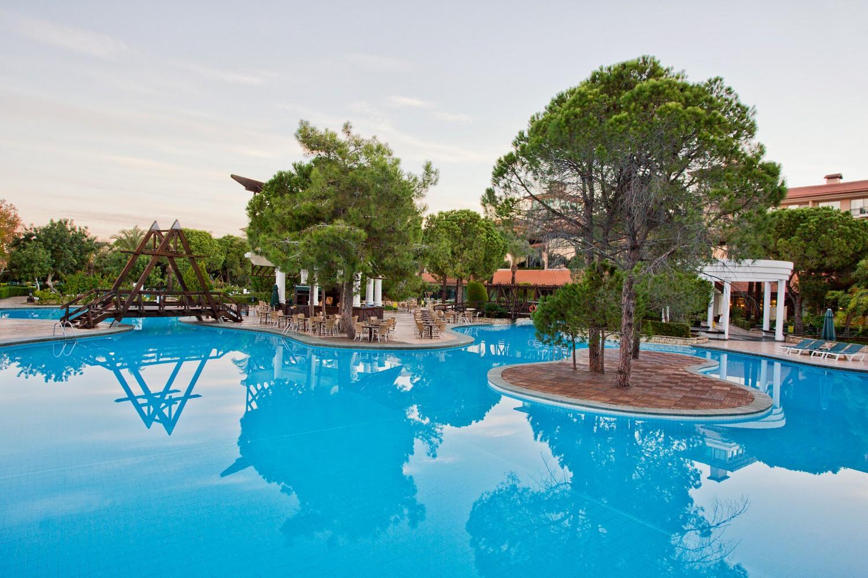 ic_hotels_green_palace_pool_7.jpg