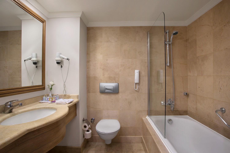 ic_hotels_green_palace_standard_room_(bathroom).jpg