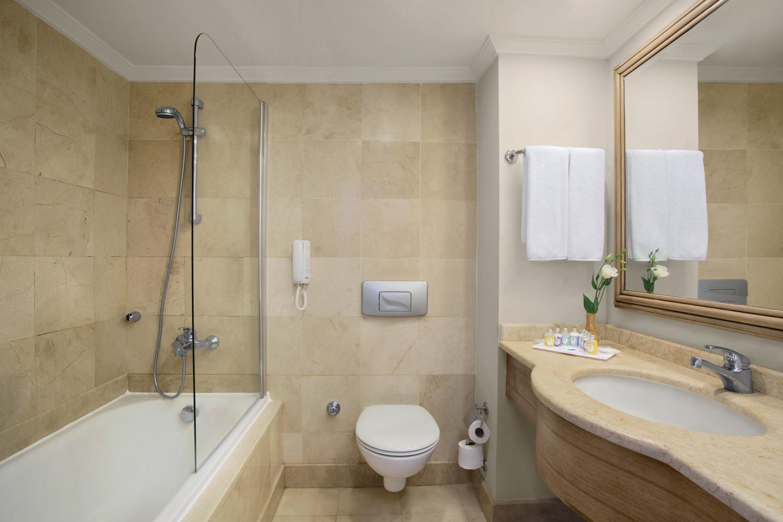 ic_hotels_green_palacekids_sute_bathroom.jpg