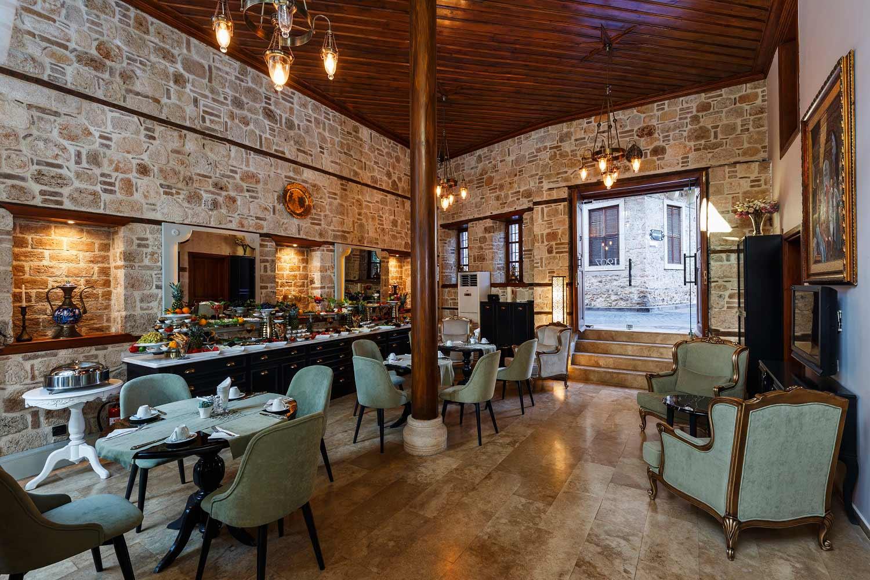 Kapali_restaurant_ve_acik_büfe1.jpg