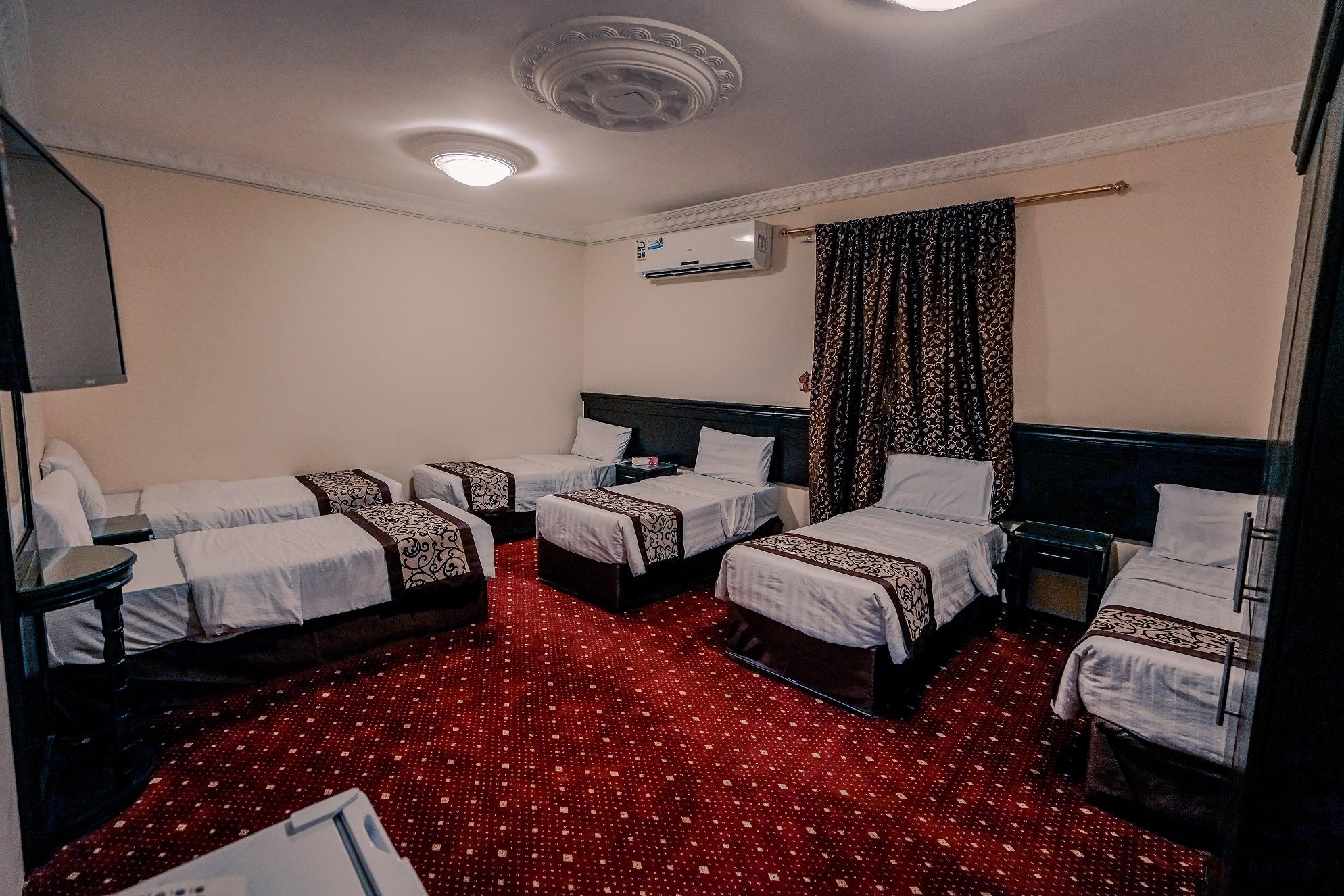 Family_Room_6_7_beds.jpg