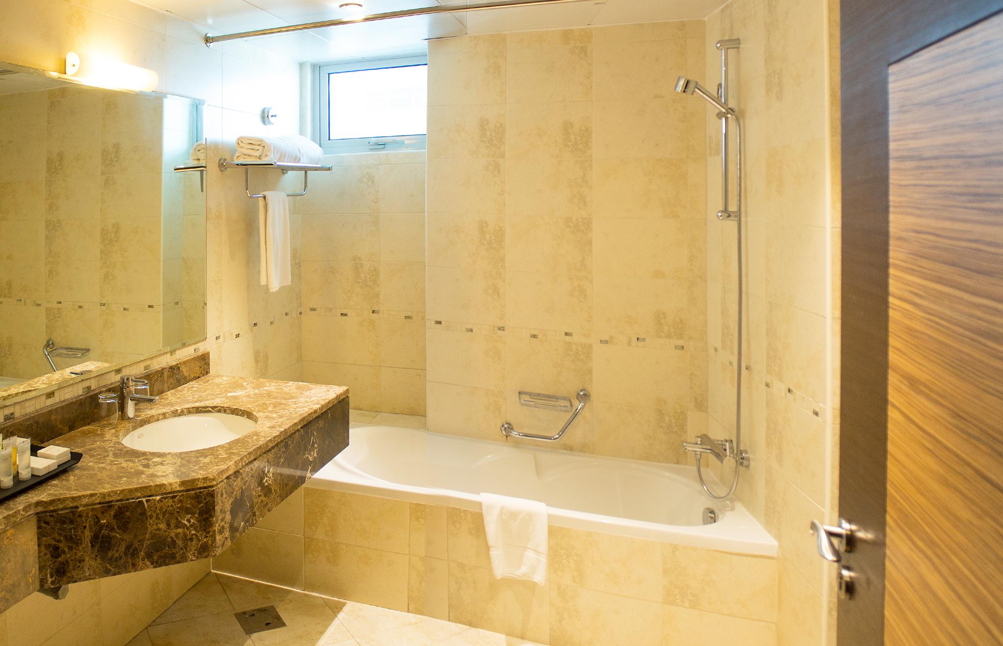 Image CPHA_1BR_Bathroom.jpg